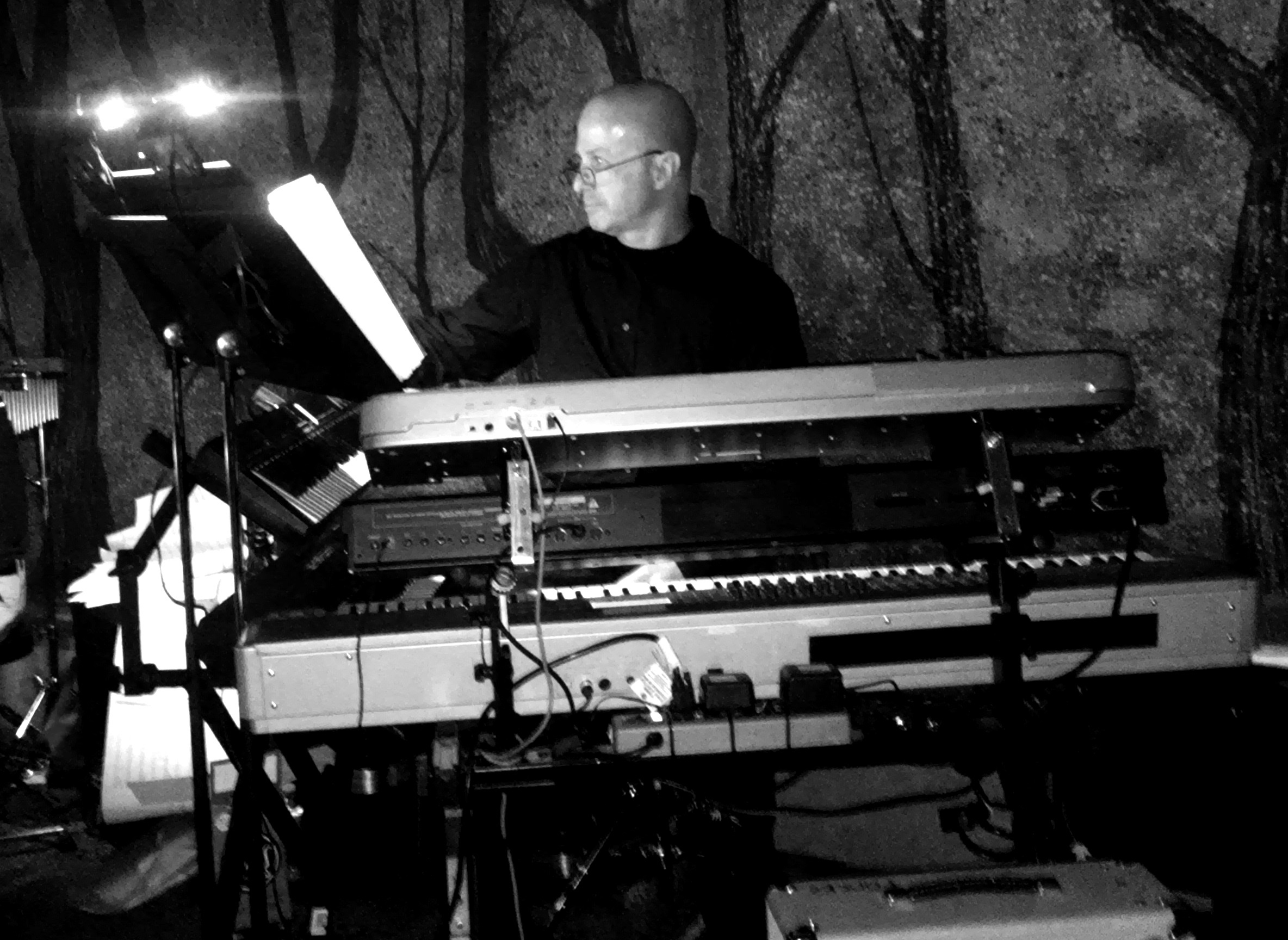 Allan Loucks live on keyboards